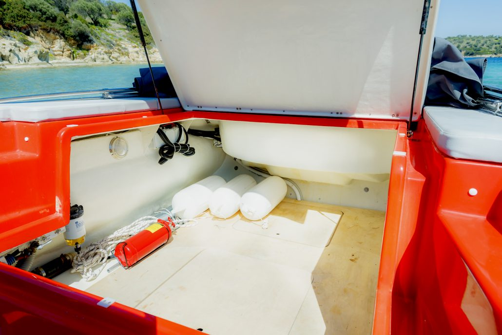 Dream Swim boats for rent - Skipper 8.50 inside